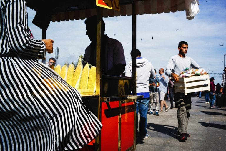 Istanbul street photography a colori di pierre belhassen