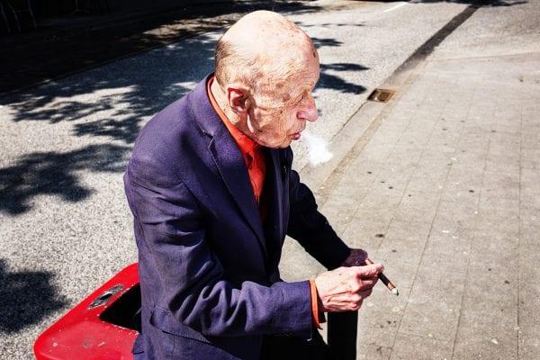 retrato de anciano street photography, colorido, de Manuel Armenis