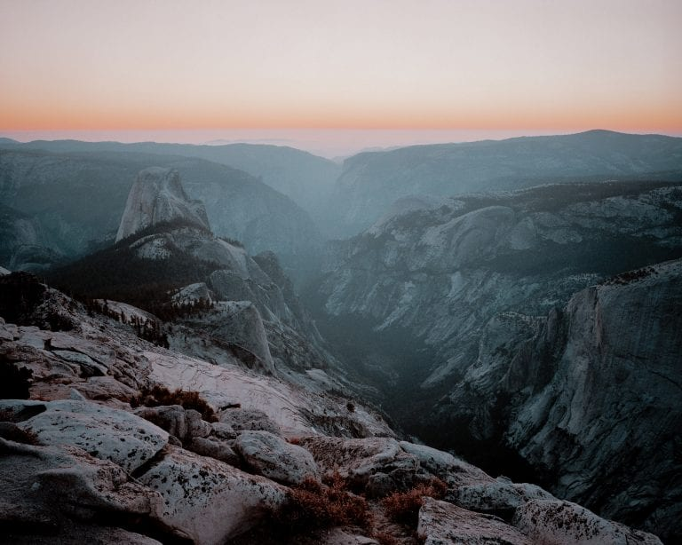 photographie de paysage couleur par Cody Cobb