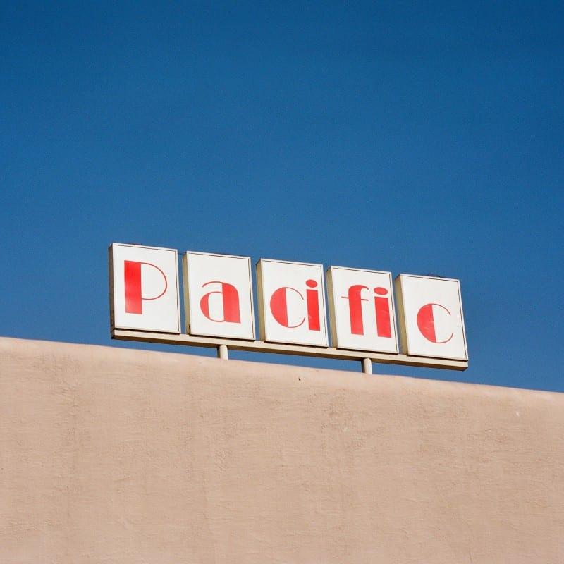 Architecture photographie couleur effet esthétique et utilitaire dans la grande région de Los Angeles par Sinziana Velicescu