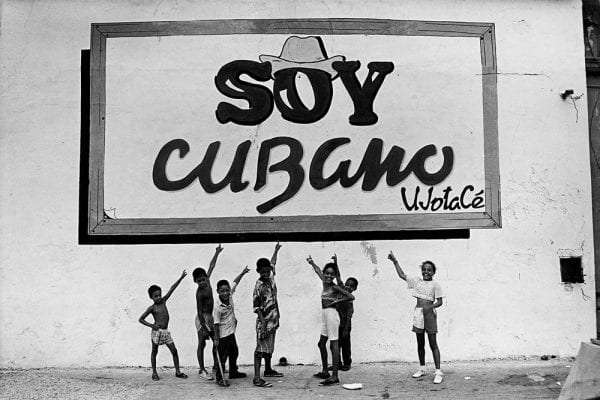 soy cubano written black and white street photography by Bela Doka in Cuba during the Periodo Especial, in Havana 1994 1998