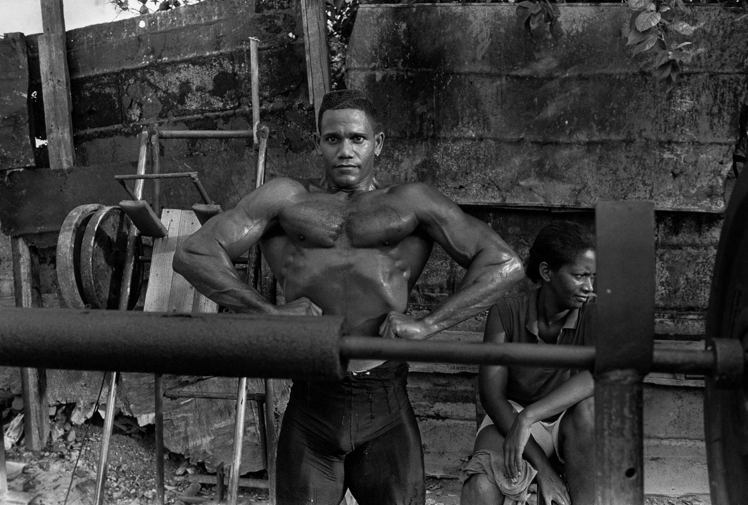 black and white street photography by Bela Doka in Cuba during the Periodo Especial, in Havana 1994 1998