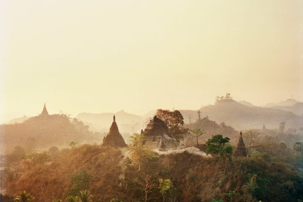 foggy color photography in Myanmar by Frédéric Lagrange
