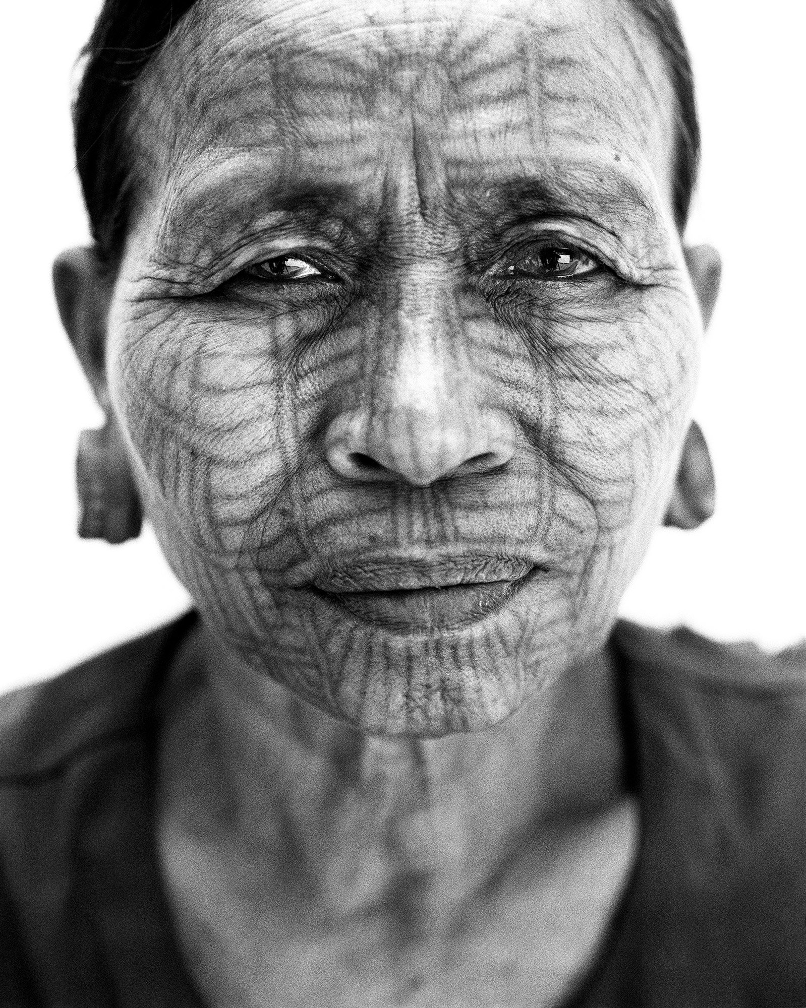 woman portrait in black and white photography in Myanmar by Frédéric Lagrange