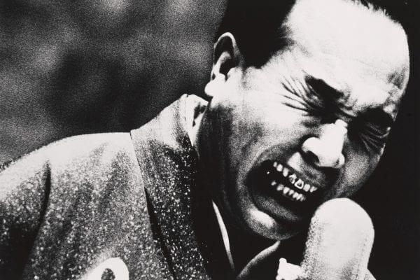 Fotografia sfocata in bianco e nero Daidō Moriyama