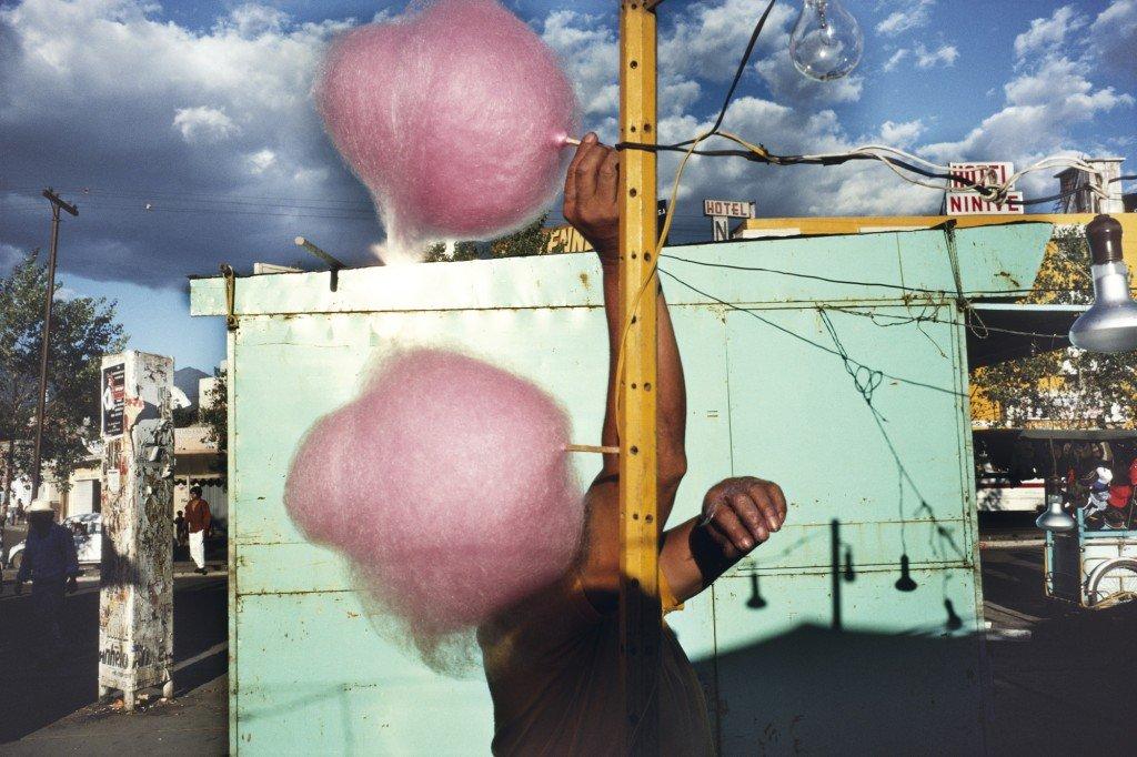 Photographie couleur barbe à papa, Oaxaca, Mexique, 1990 par Alex Webb