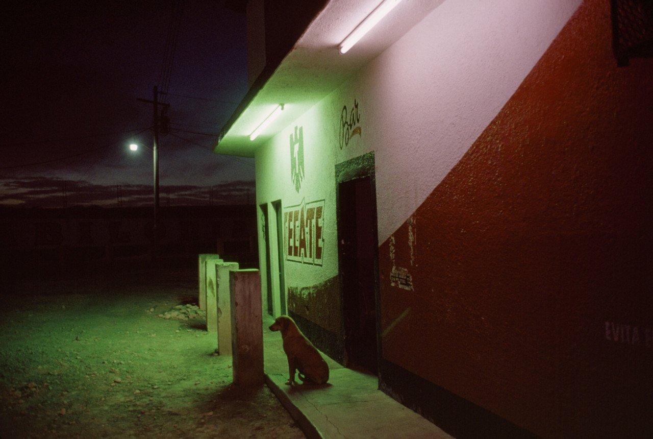 Barrio rojo, Comitán México, 2007 © Alex Webb