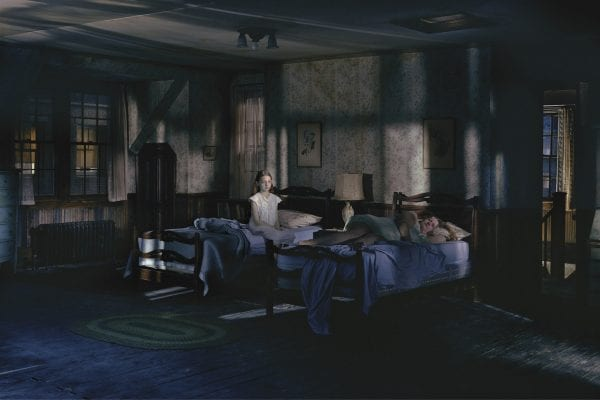 Fotografía en color de Room Girl por Gregory Crewdson