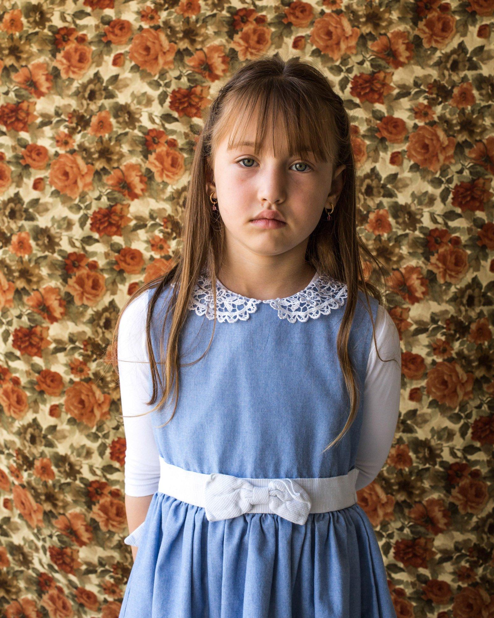 Portrait photograph of a young girl by Kovi Konowiecki