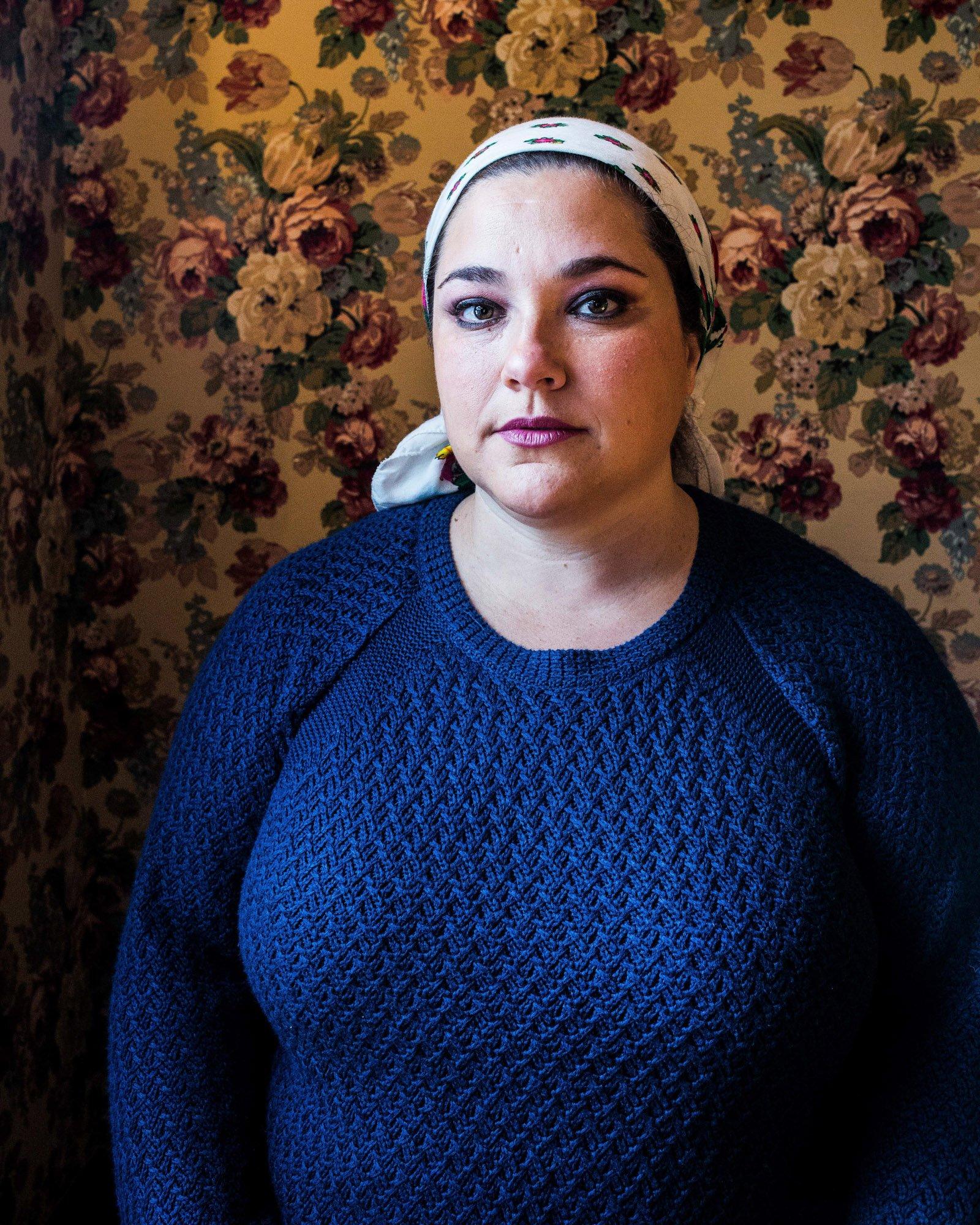 Portrait photograph of a young woman by Kovi Konowiecki