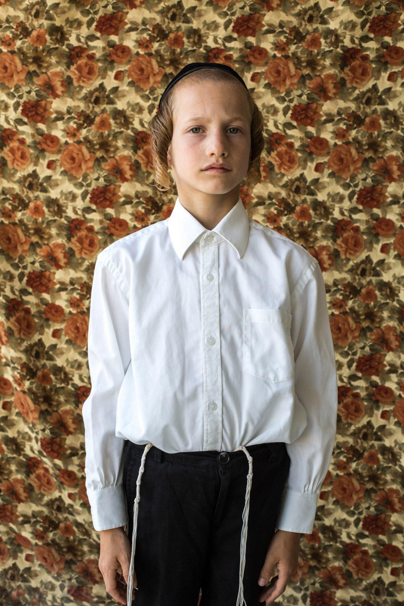 Portrait photograph of a young boy by Kovi Konowiecki