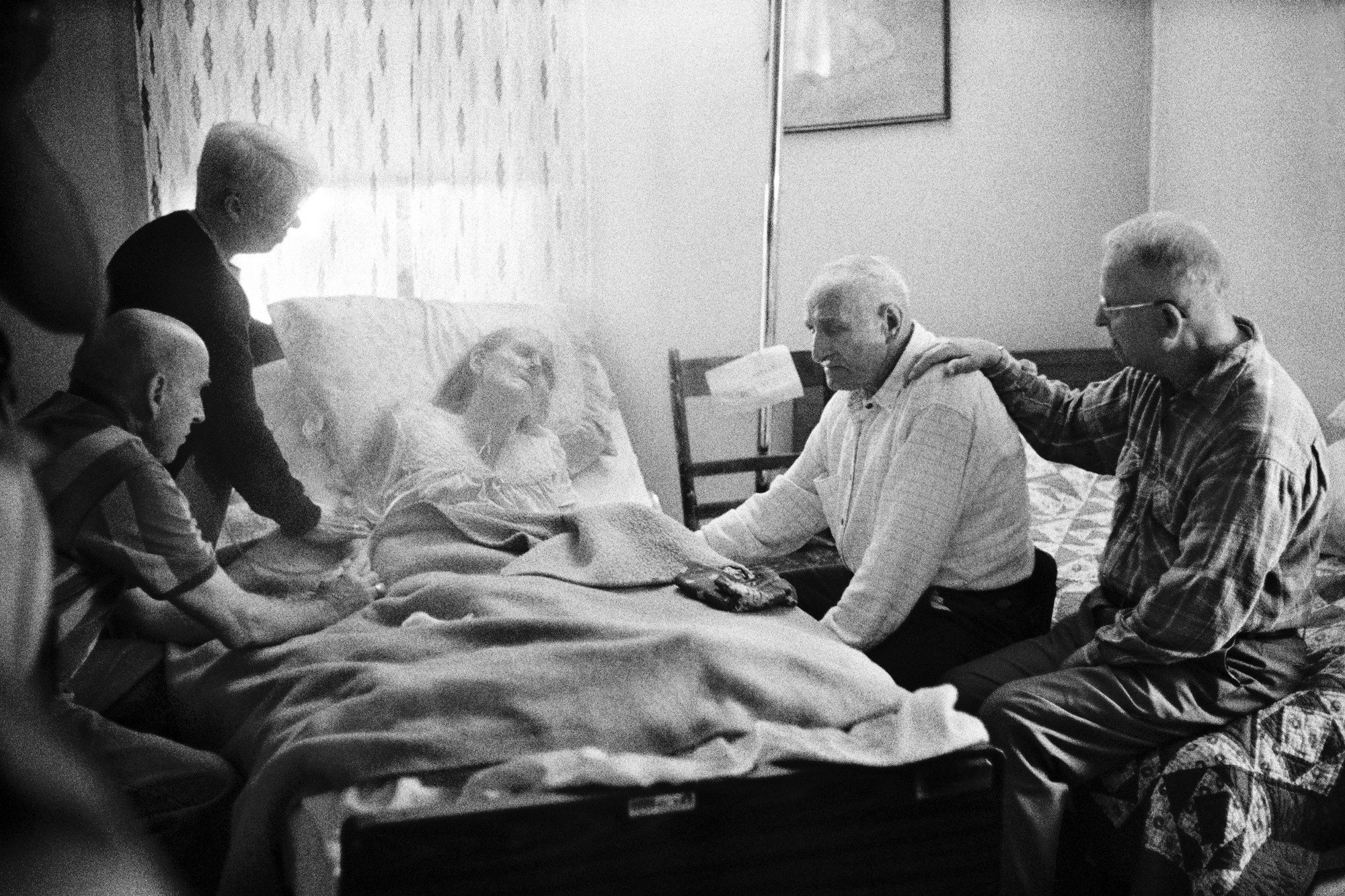 Maxine Peters finally passes away at home, surrounded by her family, friends and hospice aides in her home in Gladesville, by Ed Kashi from the VII photo agency