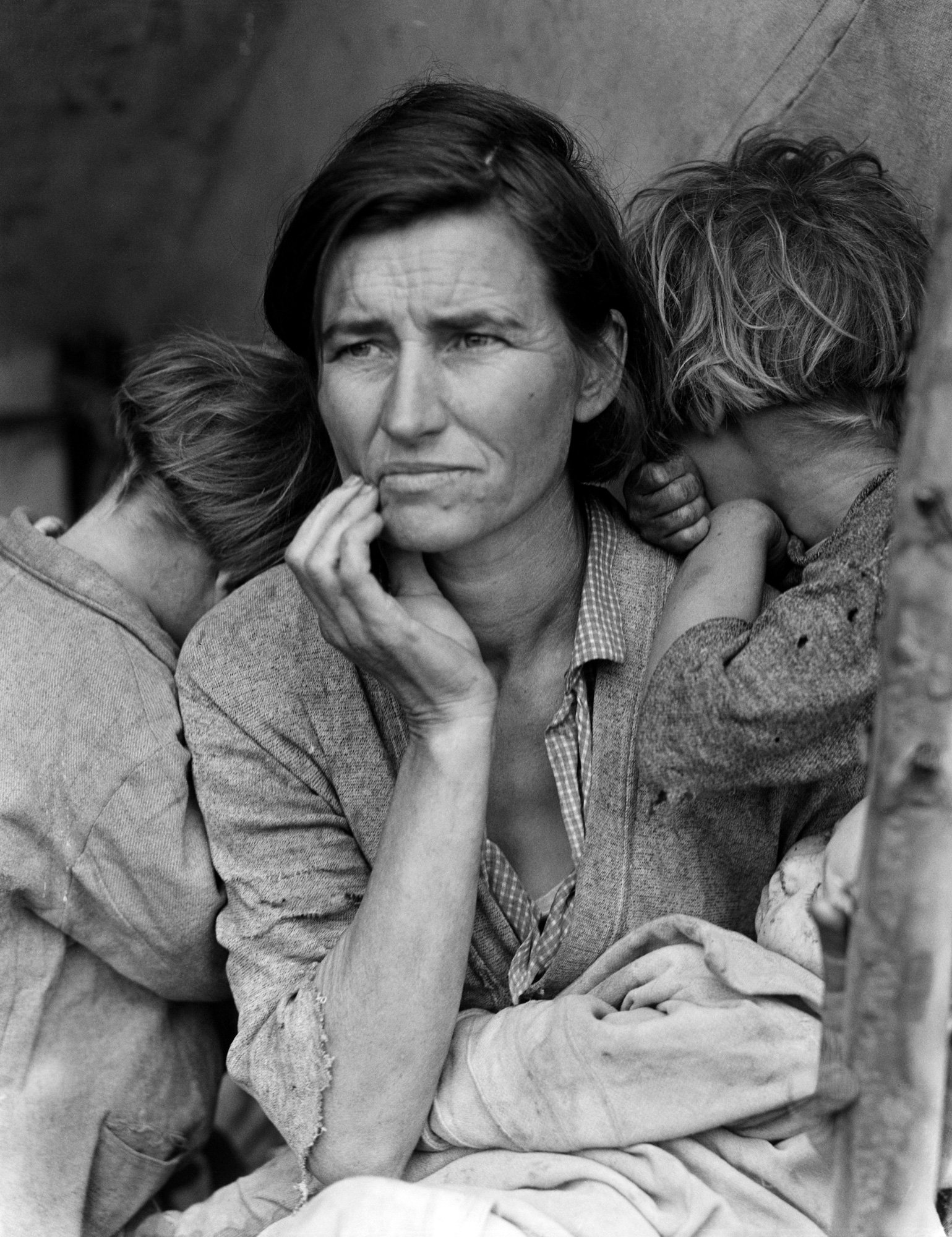 Portrait photography of a Migrant Mother, 1936 by Dorothea Lange
