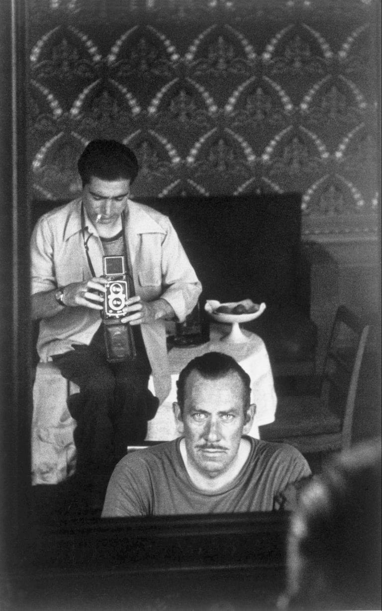Autoportrait avec John Steinbeck, 1947 © Robert Capa