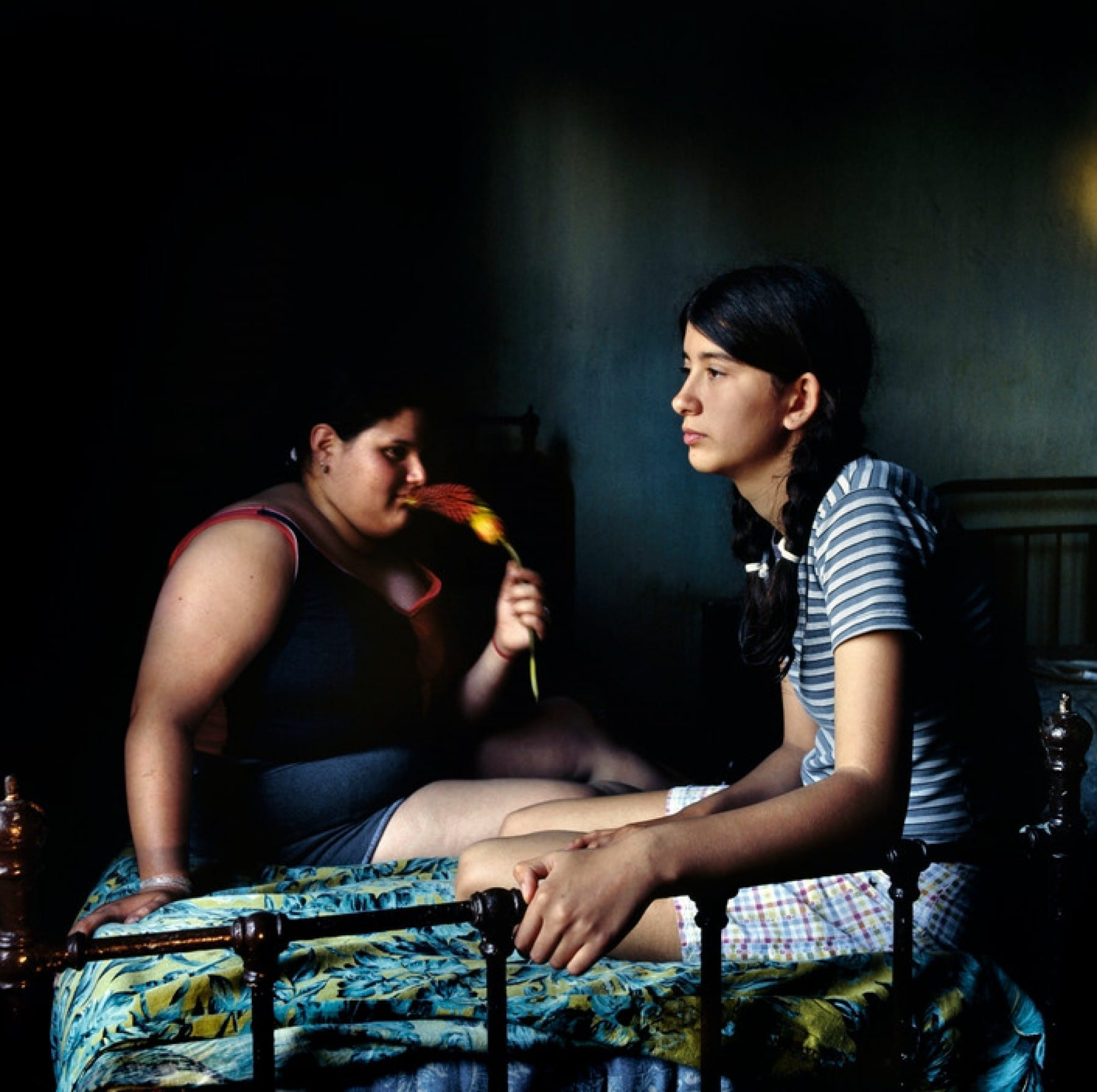 Two kids sitting on a bed, Buenos Aires, Argentina, 2004 by photographer Alessandra Sanguinetti