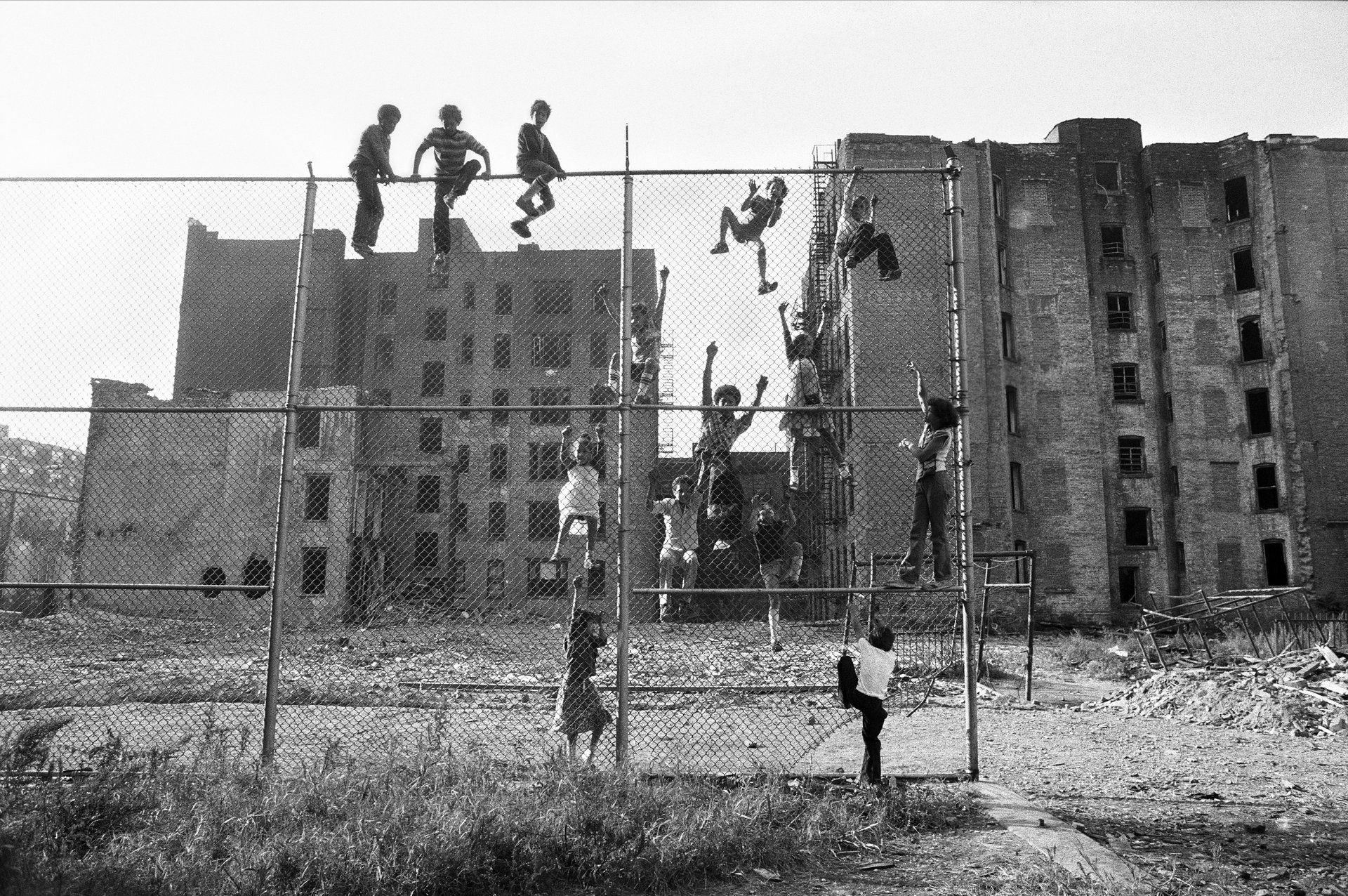 Kids climbing fence, street photography, black and white, Lower East Side, New York (1977-1980) Martha Cooper Cheryl Dunn Everybody Street