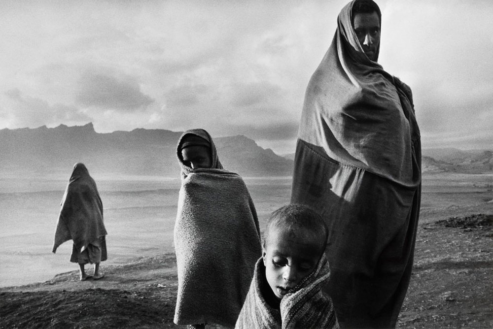 Refugees in the Korem Camp, Ethiopia, 1984 © Sebastiao Salgado / Amazonas Images