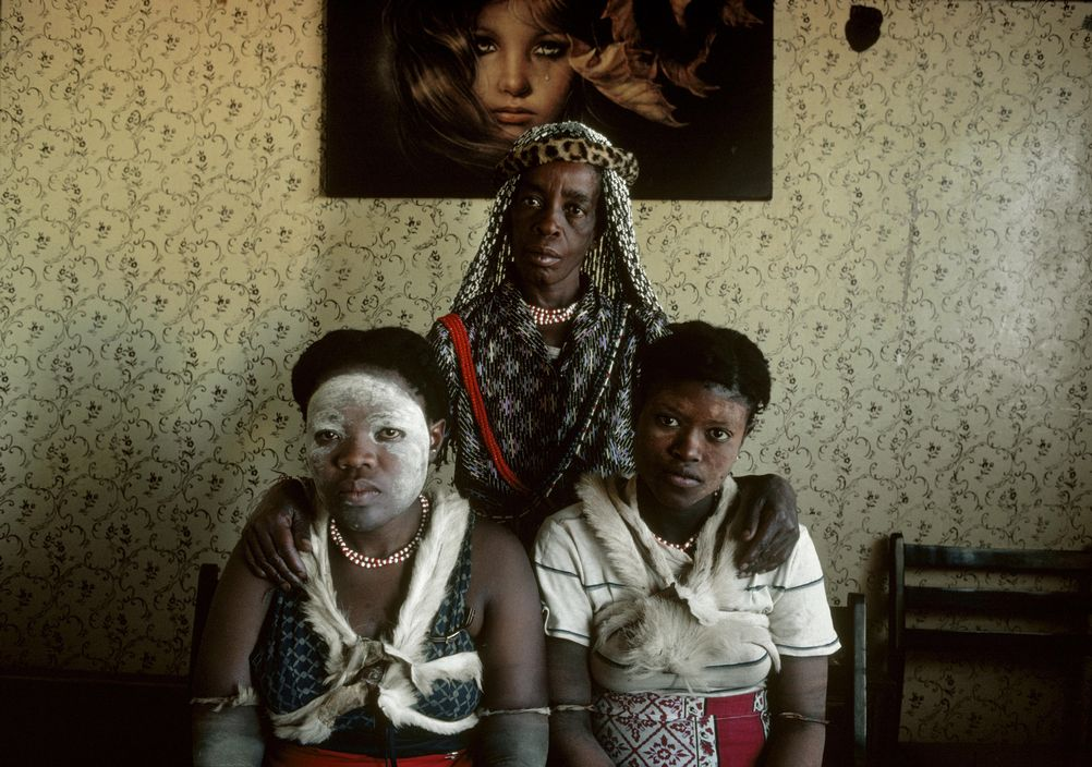 Portrait photography Chris Steele Perkins Sangoma Witch Doctor at home with apprentices, Soweto, south africa 1981