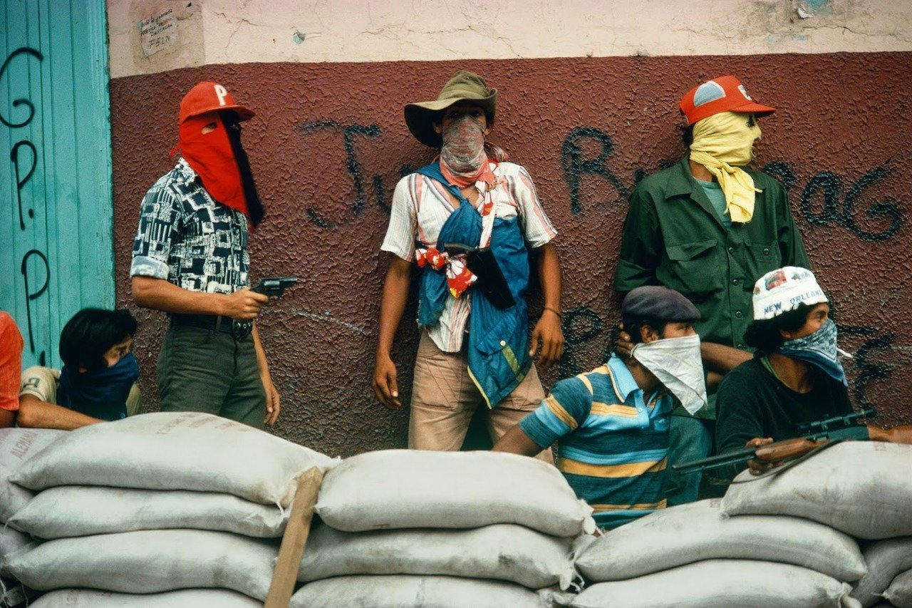 Muchachos await the counterattack by the National Guard. Nicaragua, 1978 © Susan Meiselas / Magnum Photos Legendary Women in Photography
