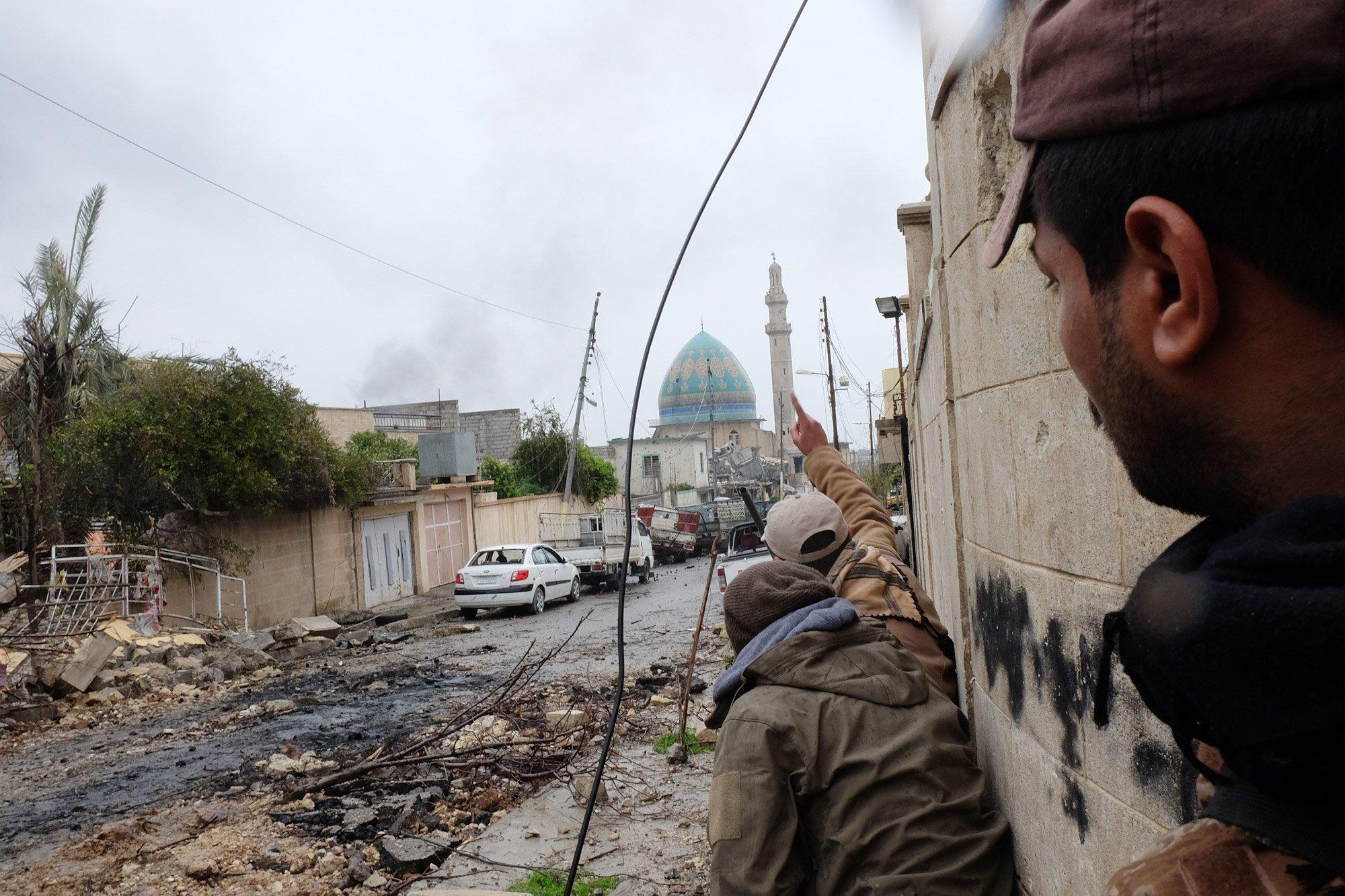 Las fuerzas iraquíes están tratando de localizar a un francotirador en el oeste de Mosul, norte de Irak - 23 de marzo de 2017 Alpeyrie