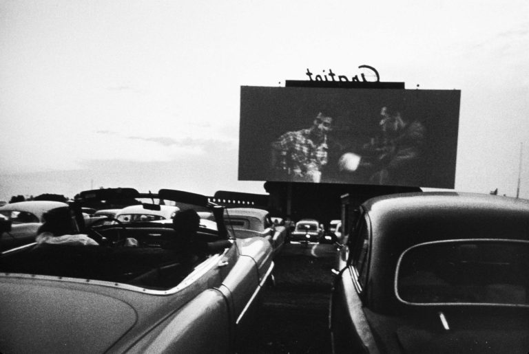 Film drive-in, Detroit 1955. Dagli americani Robert Frank