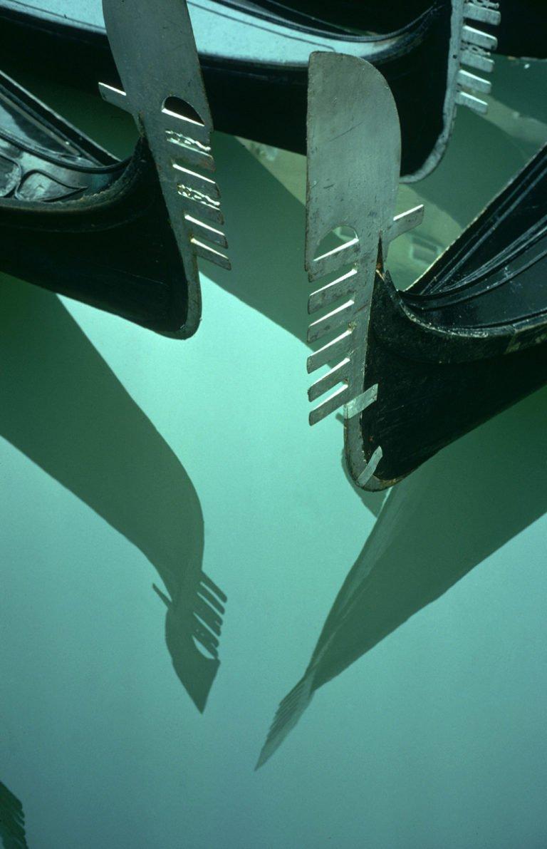 Gondelreflexion, Venedig, Italien 1955 Ernst Haas
