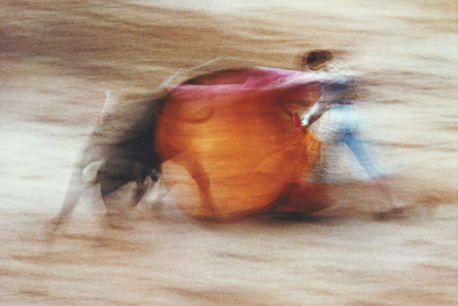 La suerte De Capa, Pampelune, Espagne par Ernst Haas