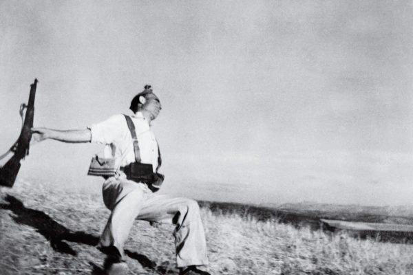 Guerre civile espagnole avec les miliciens républicains Robert Capa- The Falling Soldier, 1936