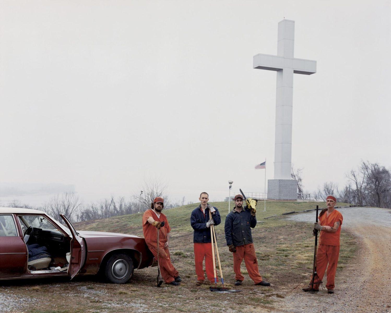 Fort Jefferson Memorial Cross, Wickliffe, Kentucky 2002 © Alec Soth