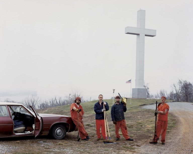 Cruz conmemorativa de Fort Jefferson, Wickliffe, Kentucky 2002 © Alec Soth