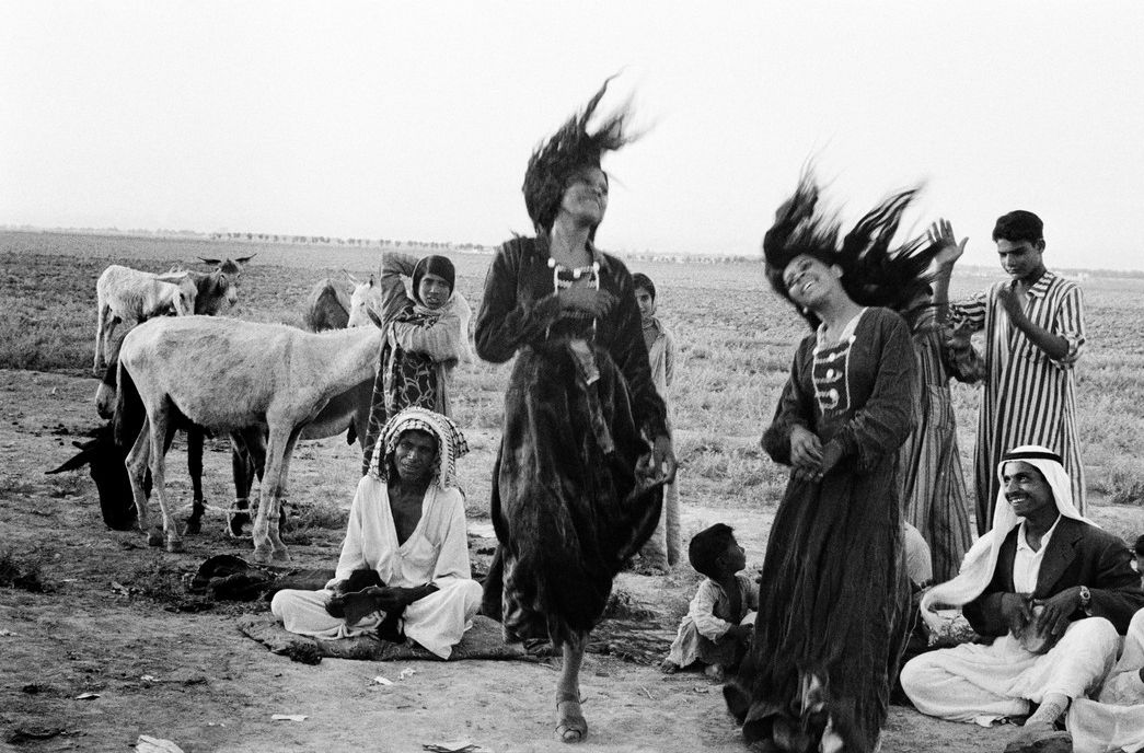 Gypsies dancing in a camp near Catesiphon, Iraq, 1956 © Inge Morath Photography and Music