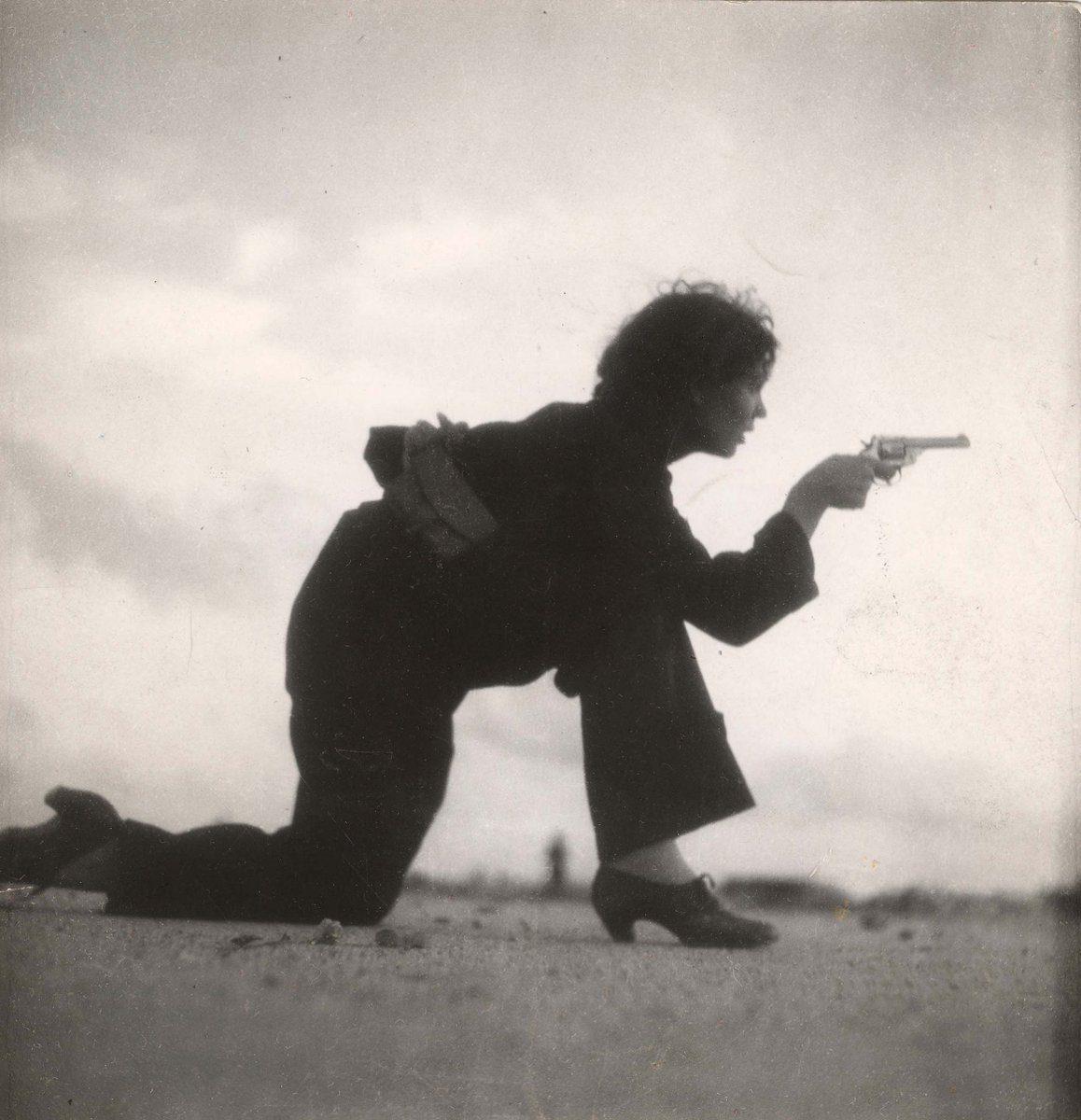 Espagne Photographie Femme s'entraînant pour la milice espagnole, 1936 Gerda Taro