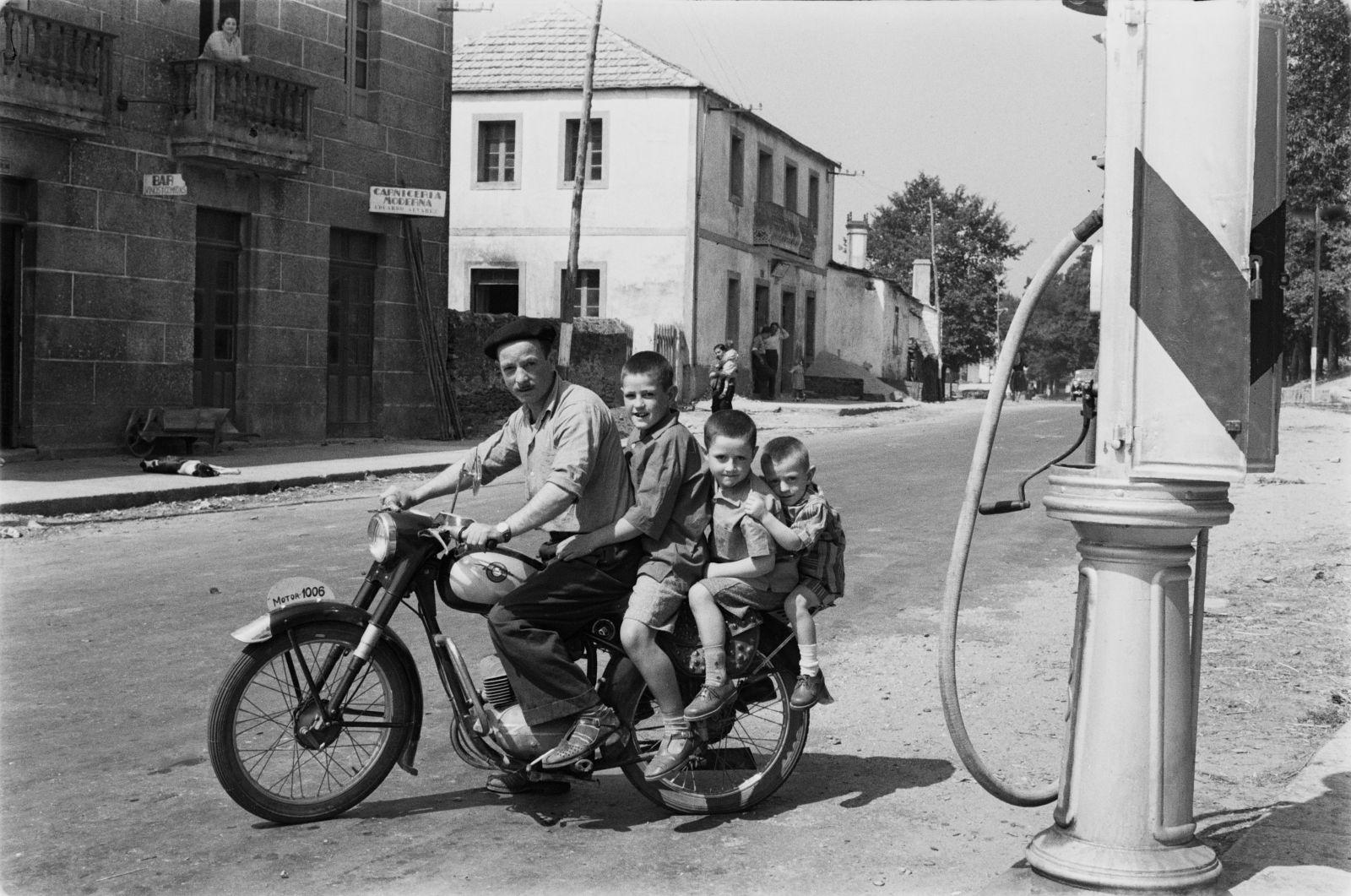 Virxilio Vieitez - Fermín, Avelino, Bautista y Pepiño en Soutelo de Montes, 1957