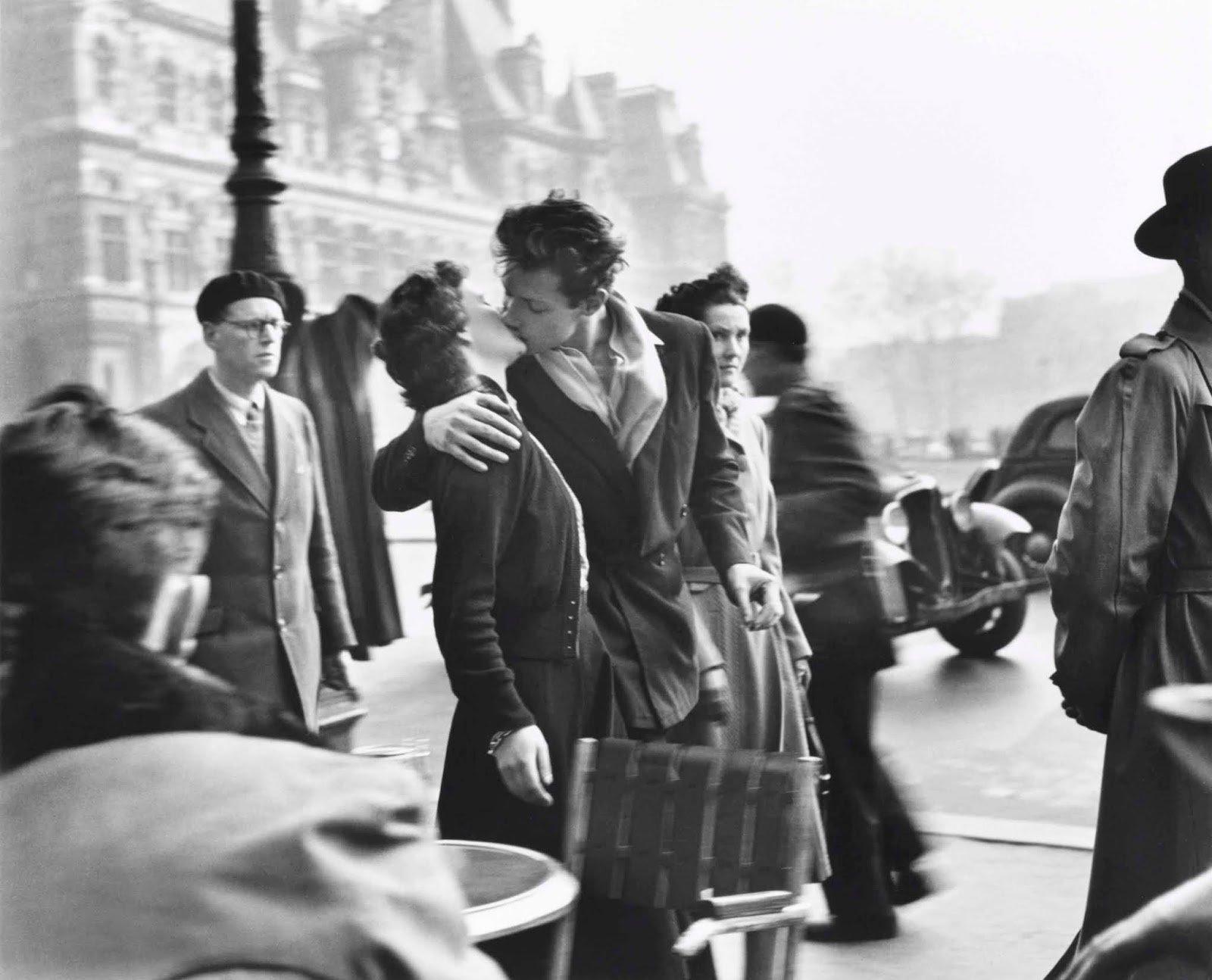 Baiser de l'Hôtel de Ville, Paris 1950 © Succession Robert Doisneau