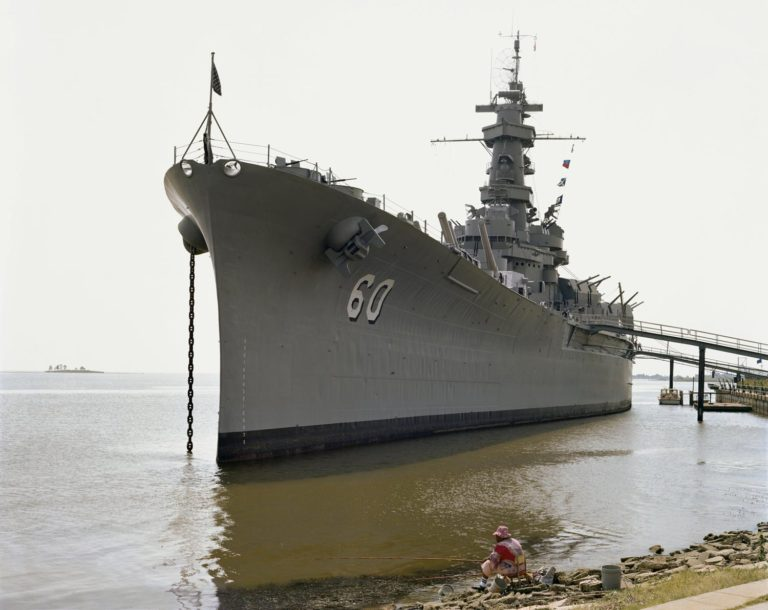 USS Alabama, Mobile, Alabama, Septembre 1980 Photographie couleur par Joel Sternfeld