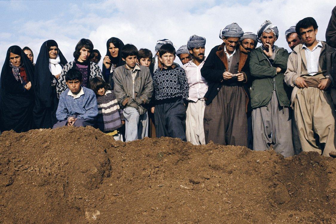 Kurdische Massengräber, Nordirak, 1991 © Susan Meiselas