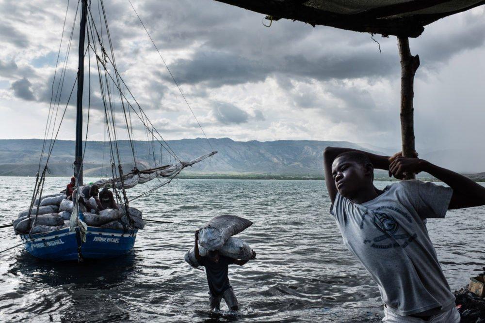 Fotografía callejera en Haití por el fotógrafo Kristof Vadino