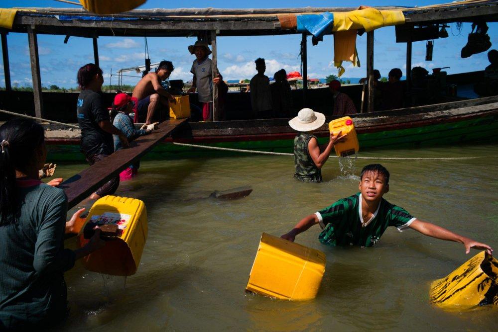 Fotografía callejera en Myanmar por el fotógrafo Min Zaw Mra