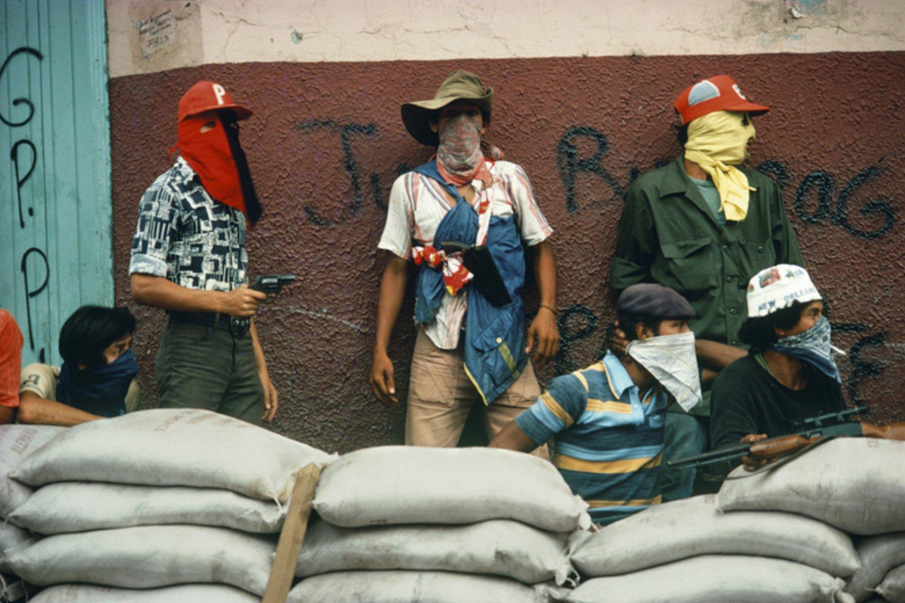 Muchachos warten auf den Gegenangriff der Nationalgarde. Matagalpa, Nicaragua