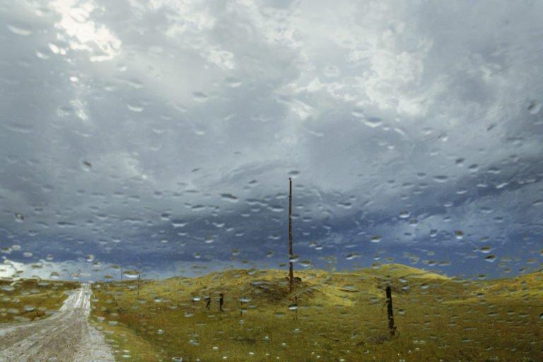 Lumière de tempête. Près de Fairburn, Dakota du Sud, USA. 2011 © Rebecca Norris Webb