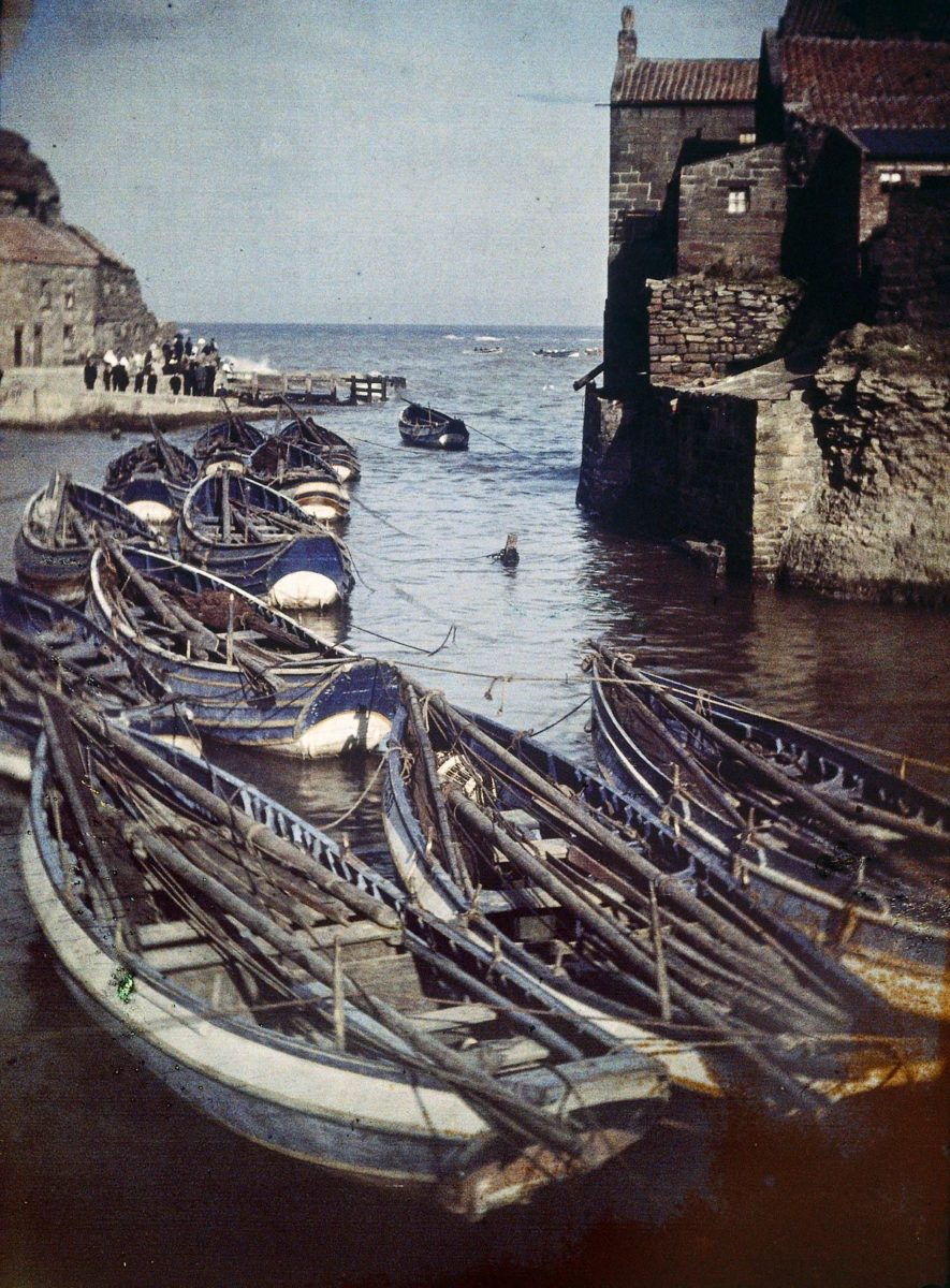 Staithes Harbor, 1915 (Autochrome Image) © John Cimon Warburg/Getty Images.