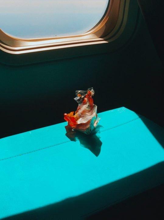 Foto von Kara Kapelnikova von einem Stillleben in einem Flugzeug