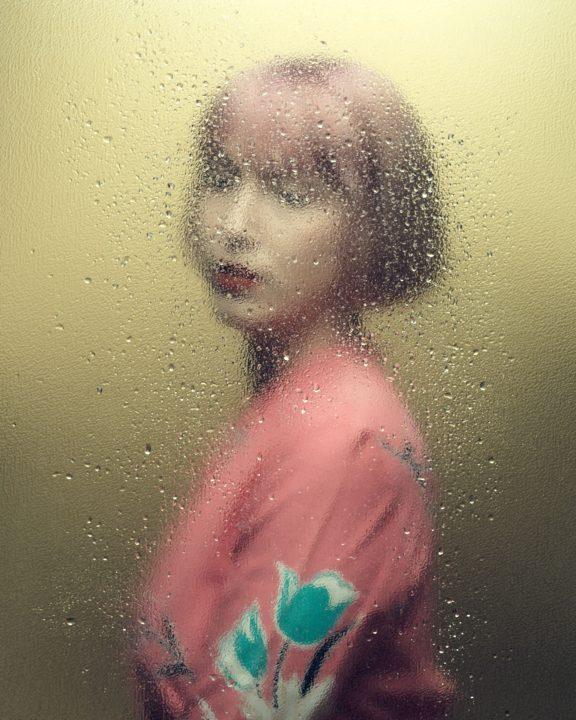 retrato de una mujer vestida de rosa por el fotógrafo Jean-François Houde