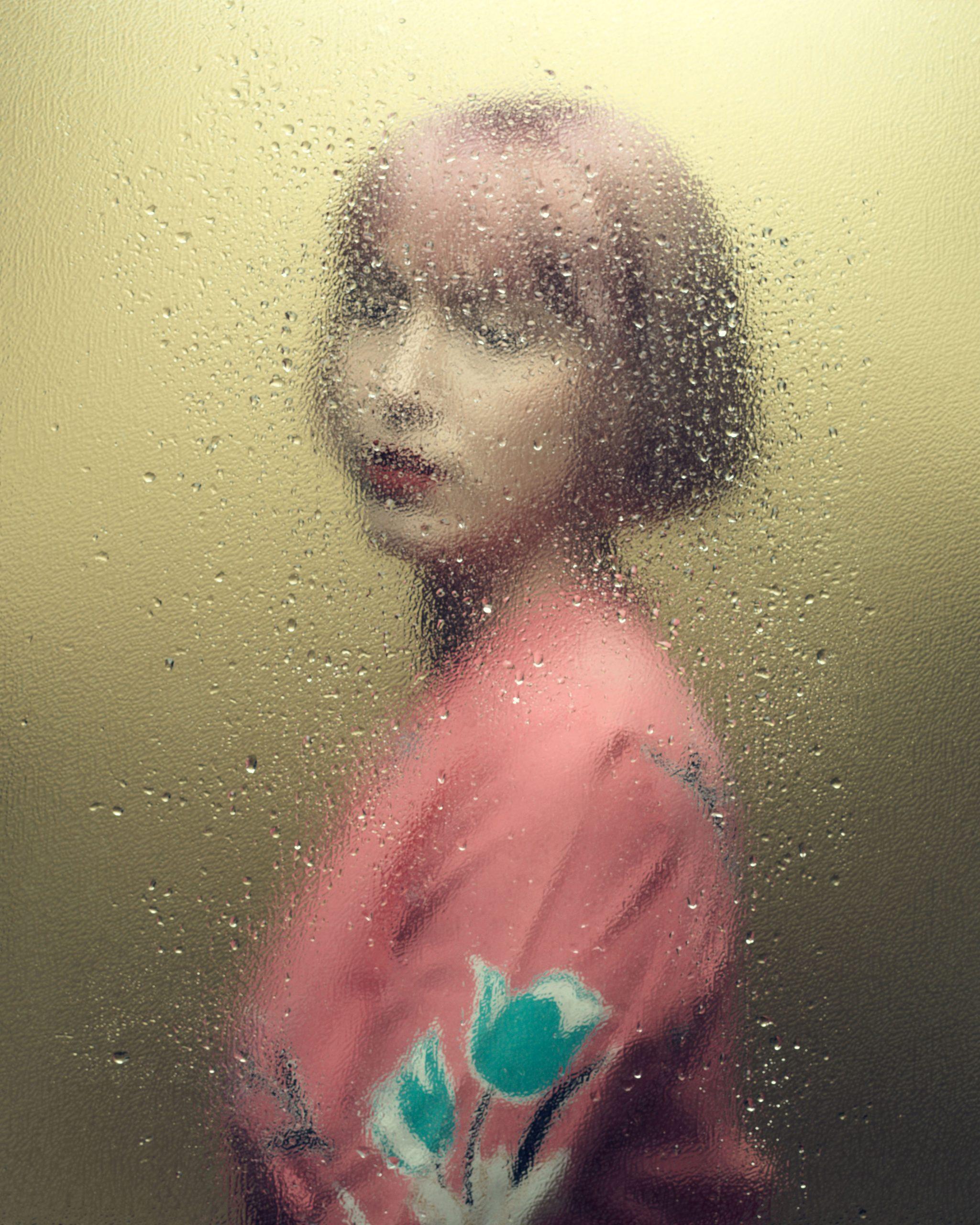 摄影师Jean-FrançoisHoude穿着粉色衣服的女人的肖像照片