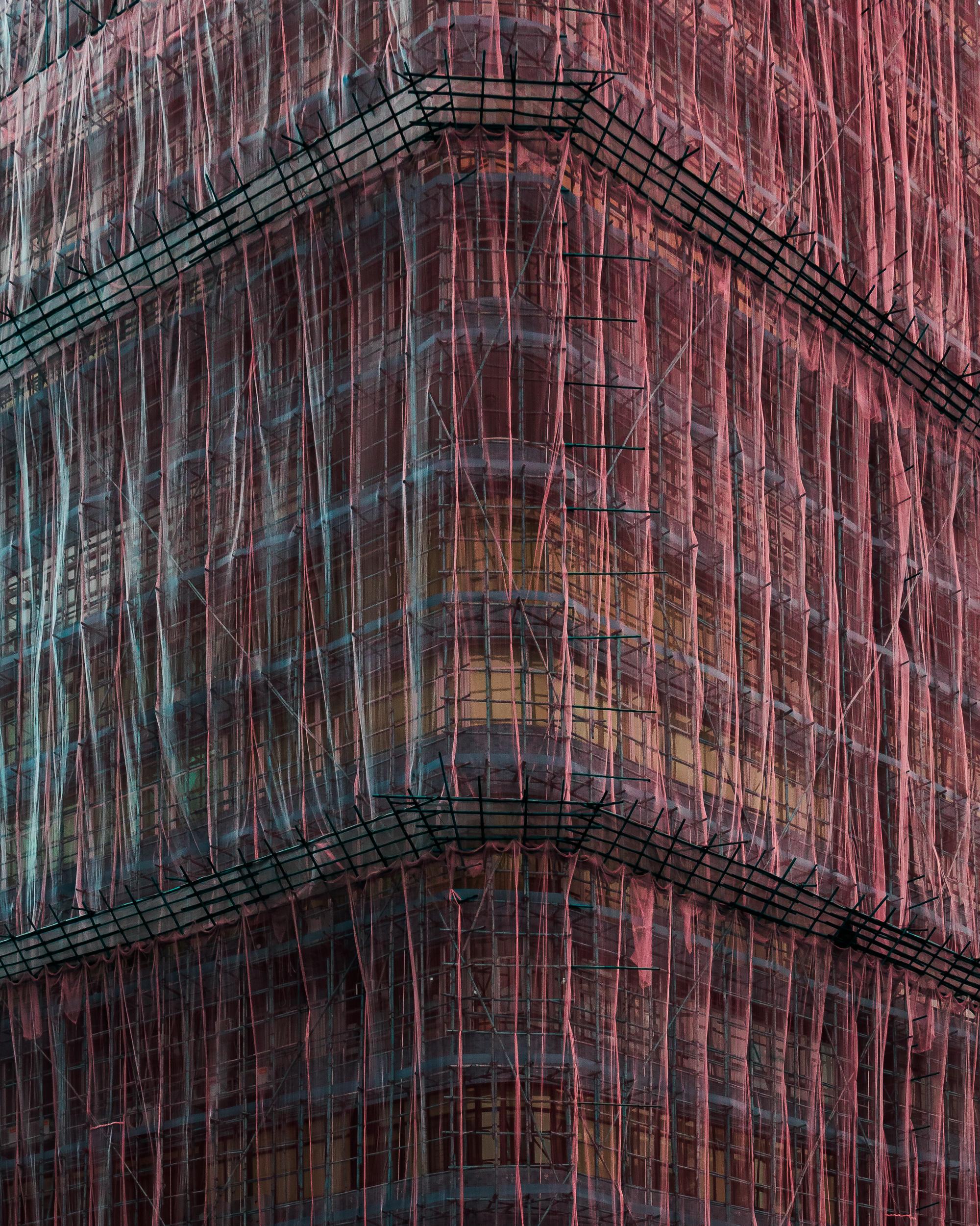 汤姆·莱顿(Tom Leighton)用竹棚架掩盖香港建筑物的照片
