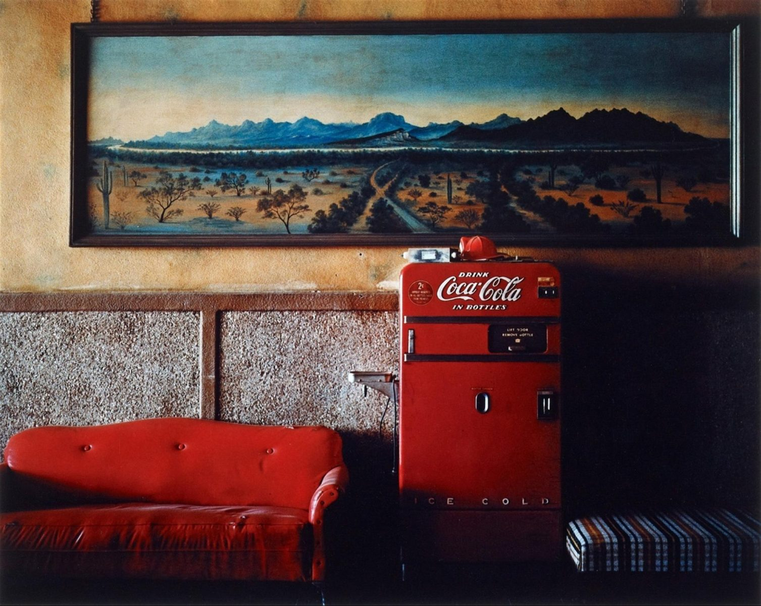 """Lounge Painting No.1"", Gila Bend, Arizona, 1983, fotografia di Wim Wenders"