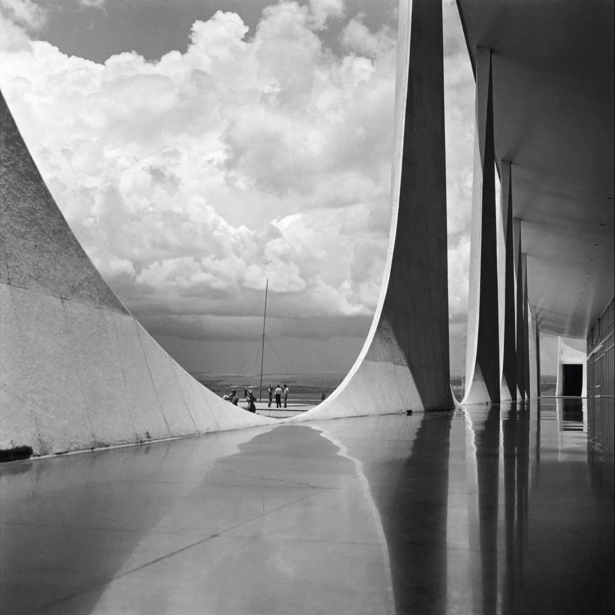 Photographie d'architecture en noir et blanc par Marcel Gautherot
