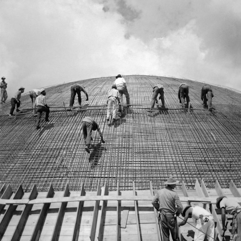Black and white photograph of construction workers by Marcel Gautherot