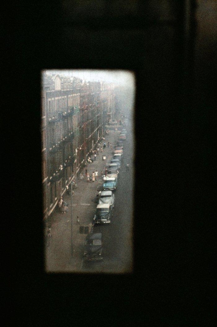 Vue de la fenêtre de la rue de New York par Gordon Parks