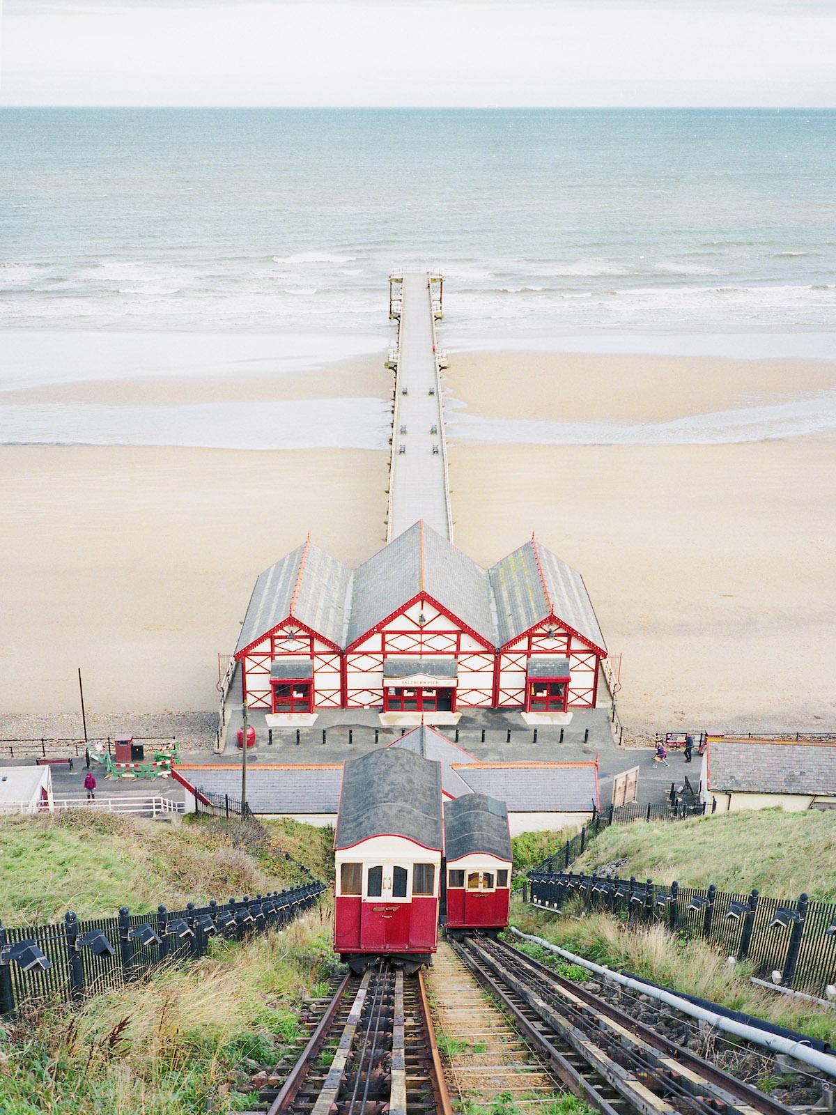 Photographie de voyage par Frank Lassak de la plage et de la jetée de Saltburn, Royaume-Uni